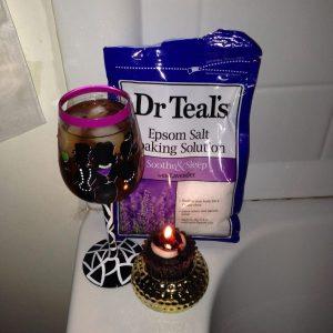 Muối Epsom Dr Teal's Hoa Oải Hương – Xoa dịu và hỗ trợ giấc ngủ – 3lbs (1.36kg)